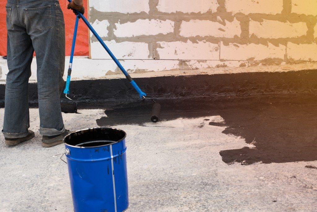 putting concrete