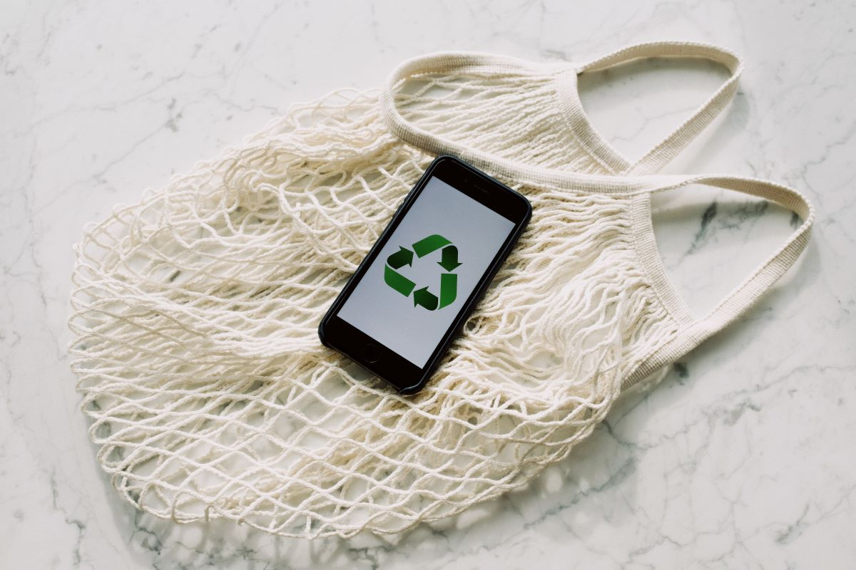 recycle logo on smart phone